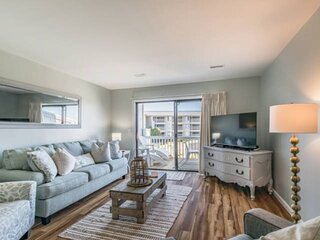 Beautifully Decorated 2 bd/2.5 ba Condo-Ocean View-Steps to Beach/Pool/Amenities
