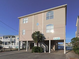Colorful Channel Home in Cherry Grove! Walking Distance to the Beach & Pier!