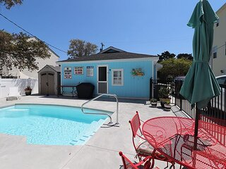Walk to the Beach from this Adorable Cottage! Great Location & Pet Friendly!