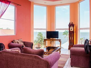 See Belize SEA VIEW 2BR PENTHOUSE w INFINITY POOL, ROOF TERRACE & OVERWATER DECK