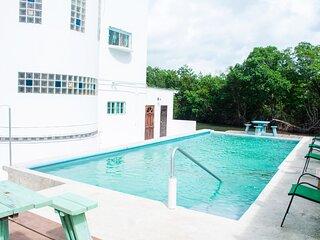 See Belize TRANQUIL SEA VIEW Studio w/ INFINITY POOL, Overwater & Poolside Decks