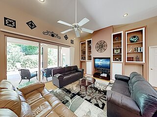 Sunny Getaway with Private Pool, Hot Tub, Home Office & Wood Floors
