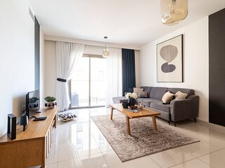 Spacious 2 bedrooms+parking in city center