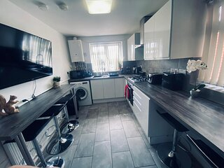 5-Bed/5-Ensuite/Coventry/Walsgrave/M6/M69