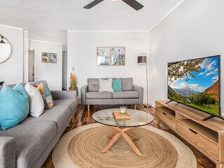 Relaxed 2-Bed Unit with Balcony, Pool and Mini-Golf