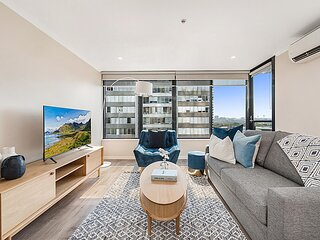 Stylish Unit with Balcony and Pool near Crown Casino