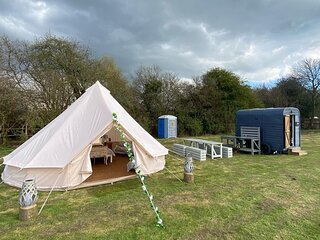 Hopgarden Glamping - Luxury 6m Bell Tent - Magpie