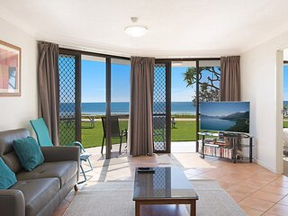 San Simeon 6 - Spacious, ground floor and absolute beachfront!