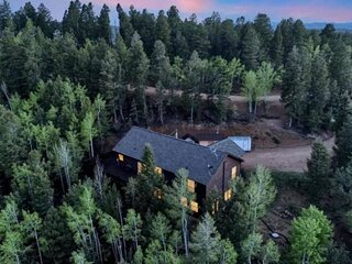 Secluded Modern Mountain Home, Views, Wifi, Hot Tub