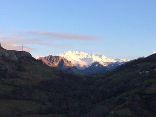 La Cabana de Pen con vistas a los Picos de Europa