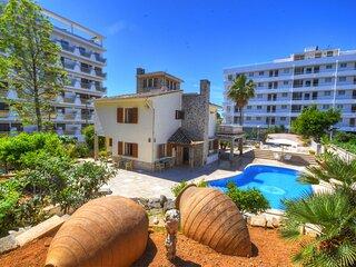 Villa Maravillas next to the beach with a pool, garden and terraces