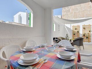 Alvaro Oliver House at only 100 meters away from the beach