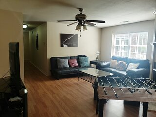 ⭐Entertainment House ⭐,near trail, UofA, has grill, king bed