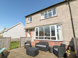DUNE VIEW, family friendly, with a garden in Beadnell, Ref 2511