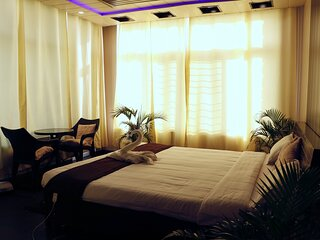 Laxmi Bhawan- 4 BR luxury guest suite with kitchen