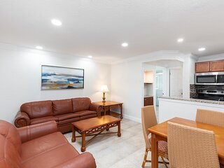 Family-Friendly Villa Two Miles from Disney w/ WiFi, Full Kitchen & Resort Pool