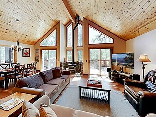 Pine Forest House, Tahoe Donner - Access to Trout Creek Center Amenities!