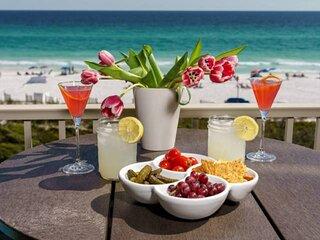 Amazing Gulf Views ~ 4th Fl Beachfront Condo, 2 King Beds, Pool/Spa/Beach Bar -