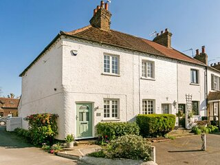 Charming Cottage Ideal for 2 in Bray Village