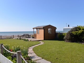 Beach Garden - 4 bedroom apartment with stunning sea views & beach garden