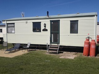 6 berth caravan for hire, minutes from a stunning beach in Norfolk! ref 21036F