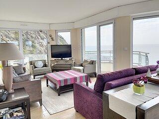 En front de mer, grand appartement moderne avec vue exceptionnelle sur le port