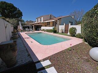 LS1-371 ASTELLO Charmante location vacances avec piscine privée pour 4 personnes