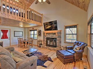 NEW! Spacious Cabin w/ Furnished Deck + Fire Pit!