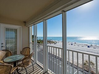 Corner Direct Beachfront Unit at John's Pass- Free WiFi - Million Dollar View