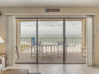 Large Direct Beachfront unit by John's Pass - Gulf & Beach Views - Free WiFi