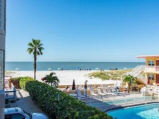 Updated 1500 sq - Beach Views from Balcony - Free WiFi - Crimson