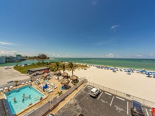 Direct Beachfront Unit - Free WiFi - Private Balcony with Gulf & Beach view.