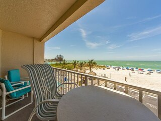 Direct Beachfront Luxury Suite - Balcony Beach and Gulf Views - Free WiFi