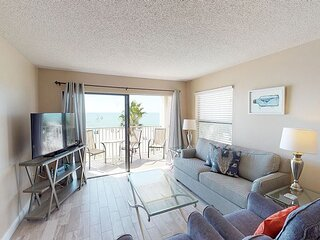 Direct Beachfront Corner Unit  - Free WiFi - Sweeping Gulf Views