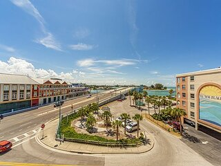 Large Nicely Furnished Unit in Beach Side Complex, John's Pass View