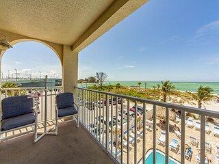 Direct Beachfront Luxury Corner Unit. - Free WiFi - Gulf & Beach Views Galore