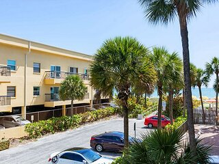 Best Family Value UPDATED - Across From John's Pass Village - Heated Pool.