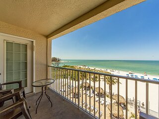 Large Direct Beachfront by John's Pass- Free WiFi - Sweeping Gulf view.