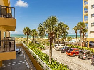 King Suite - Large Living & Dining Area - Full Kitchen - Gulf View Balcony