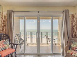 Remodeled Direct Beachfront at John's Pass - Private Balcony - Free WiFi.