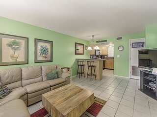 Best Value, 2nd Floor Near Pool - Great for Family on A Budget - Free WiFi