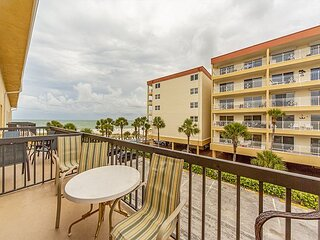 Updated Large Unit with Beach & Gulf Views from Balcony - Free WiFi