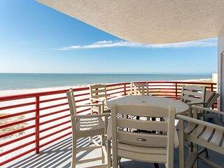 Ultimate Designer Luxury - Top Floor Corner - Private Balcony - Free WiFi.