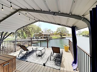 Lazy Cove | Lakefront on Lake LBJ with Private Dock & SUPs!
