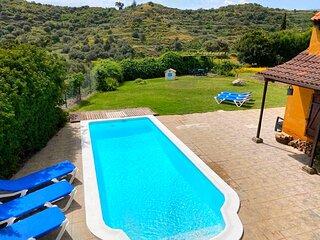 Acogedora Casa Rural, piscina privada climatizada, vacaciones y teletrabajo