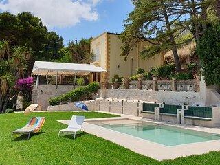 Villa Maruggi, Piscina, Bosco d'Alcamo Family Holidays