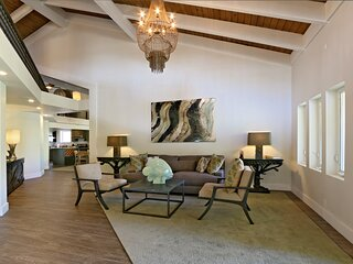 Luxury 6 bedroom Penthouse w/ Pool & Hot Tub- Steps To Beach