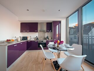Large modern 2 bed Apartment