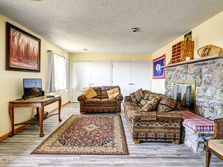 NEW! Cody Apartment w/ Panoramic Mountain Vistas!