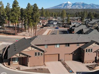NEW! Tranquil Townhome ~ 3 Mi to Downtown & NAU!